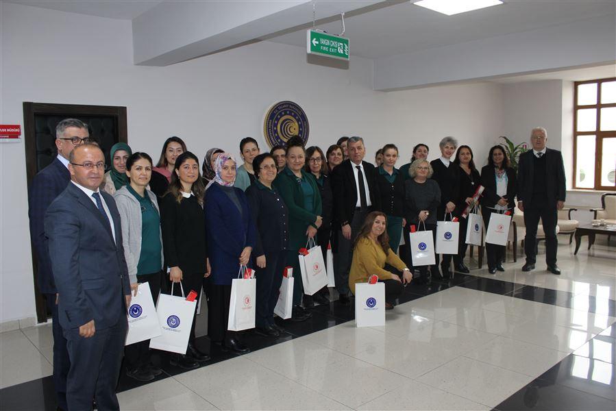 Bölge Müdürümüz Sayın Halil ŞAŞMAZ Bölge Müdürlüğümüz çalışanlarının 8 Mart Dünya Kadınlar gününü kutladı.